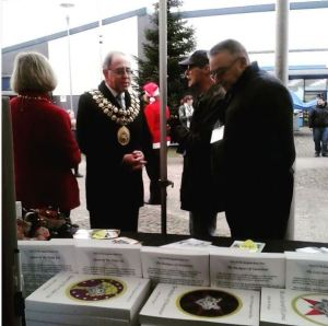 Mayor of Stockport, Chris Gordon talks to Robin and Ted of VCP